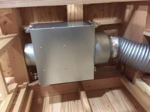 2階床下エアコン アシスト送風機吊り状況