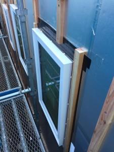 樹脂防火窓と通気胴縁 t=24mm