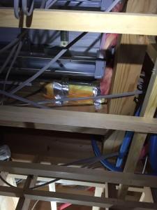 2階床下エアコン気流止めグラスウール充填状況