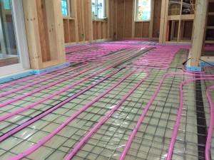 蓄熱式床暖房システム架橋ポリエチレン管配管不凍液通水後