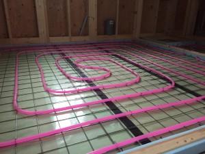 蓄熱式床暖房システム架橋ポリエチレン管配管不凍液通水