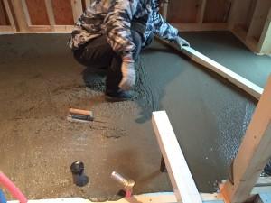 屋内での蓄熱コンクリートポンプ圧送打設