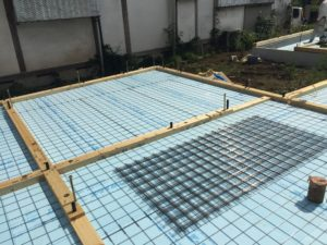 蓄熱コンクリート製作 ワイヤーメッシュ2.6Φ敷き
