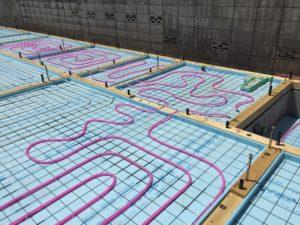 蓄熱コンクリート製作 架橋ポリエチレン管配管 不凍液通水
