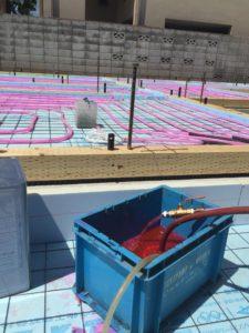 蓄熱コンクリート製作 架橋ポリエチレン管配管 不凍液通水2