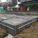 よく、土間床基礎の鉄筋配筋作業をしていると、「ここ、何階建てが建つんですか?」と尋ねられます