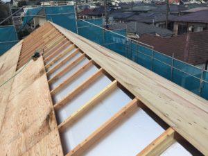 屋根外張り断熱材と通気垂木と2層目野地板