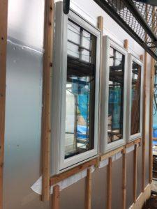 樹脂トリプルサッシ 3連窓取付