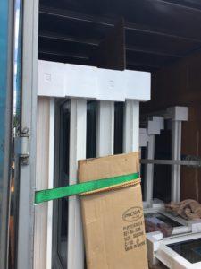 樹脂フレームトリプルガラス窓搬入