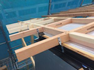 屋根通気垂木 腕木部通気スリット ひねり金物