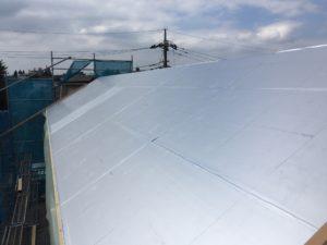 屋根硬質ウレタンフォーム断熱材気密テープ貼り後全景