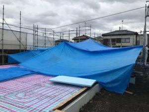 蓄熱式床暖房システム 蓄熱コンクリート打設雨養生