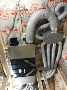 LIXILエコエア90天井吊込樹脂SA・RAダクトホース配管状況