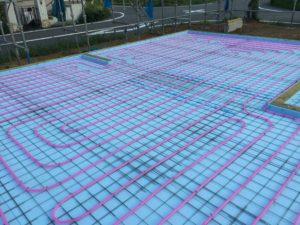 土間床基礎タイプでの蓄熱式床暖房配管夏季