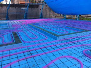 土間床基礎タイプでの蓄熱式床暖房配管降雨時
