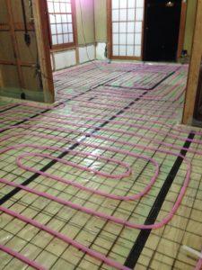 断熱改修時での蓄熱式床暖房新設 配管