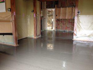 断熱改修時での蓄熱式床暖房新設 蓄熱コンクリート打設直後