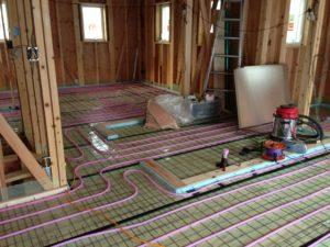 2階床での蓄熱式床暖房配管