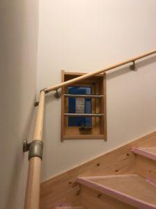 階段小窓防犯バー取り付け