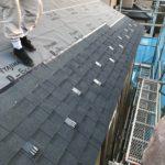 屋根材はアスファルトシングルを採用しています