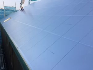 屋根外張り断熱 硬質ウレタンフォーム保温板敷き後