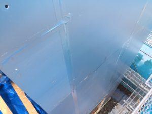 外張り断熱 硬質ウレタンフォーム保温板t=50mmの目地部気密テープ処理