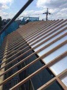 屋根外張り断熱材 100mmへ屋根通気胴縁60mm打ち込み