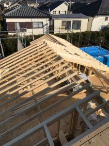 2×4工法 平屋部屋根組み棟違い状況