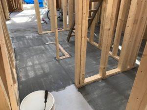 浸透性プライマー原液 蓄熱コンクリート表面 ローラー塗布階段部状況