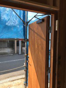 断熱木質玄関ドア ドアクローザ取付後 左吊り元