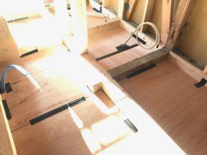 床暖熱 堰板吊り後の状況