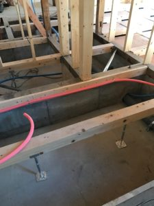 床暖熱 堰板吊り前の基礎内部状況