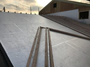 二重屋根 通気垂木並べ