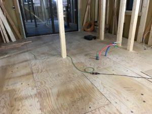 床断熱施工前 下地合板仮敷き