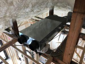 エコエア90屋根裏設置状況