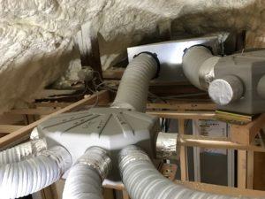 エコエア90 1基目屋根裏SA・RA分岐チャンバー接続中