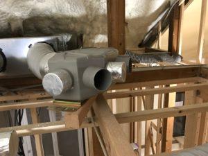 エコエア90 1基目屋根裏RA6分岐チャンバー不要接続口テーピング処理