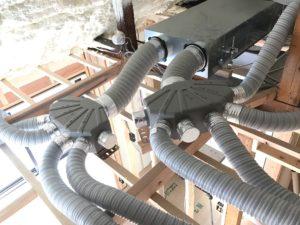 エコエア90 1基目 接続完了屋根裏内状況