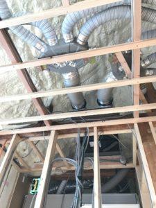 エコエア90 1基目 接続完了屋根裏内全景