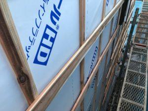 外壁仕上げ材縦張り 通気層を確保した胴縁縦横井桁打ち