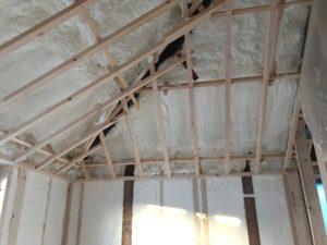 吹付硬質ウレタンフォーム 屋根部吹き厚200mm以上