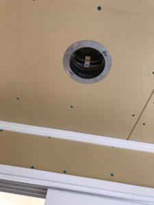 防火ダンパー付き給排気グリル 天井固定状況全景