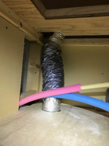 防火ダンパー付き給排気グリル75φ50φ兼用接続 天井内部状況