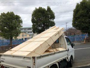 置き場より加工材運搬