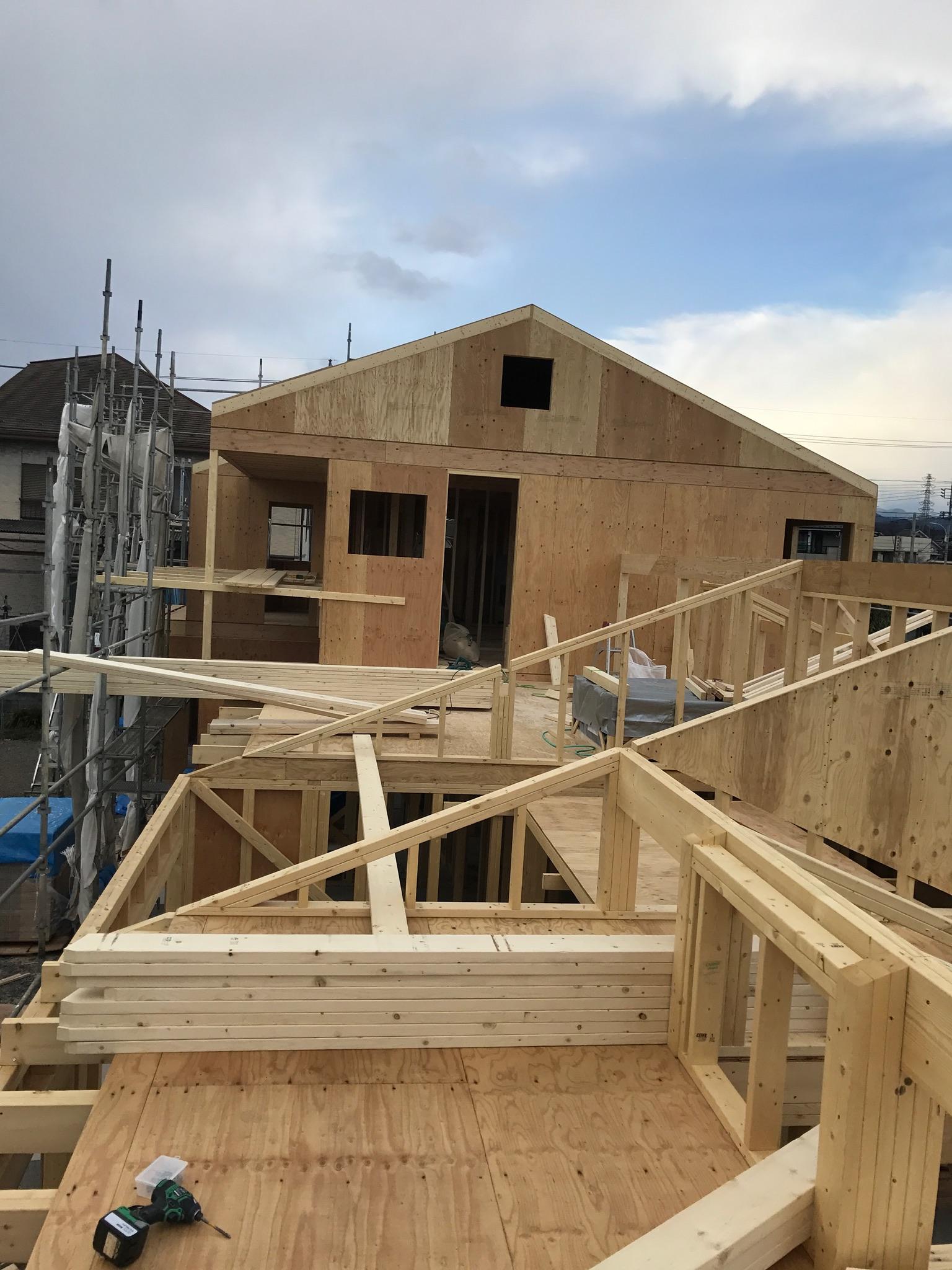 屋根分の外張り断熱材、積み上げると14mになります